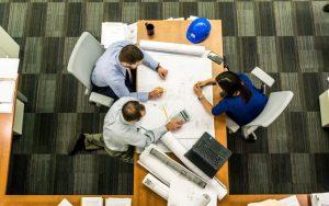 Berufseinstieg bei einem Ingenieurdienstleister: Lohnt sich das?